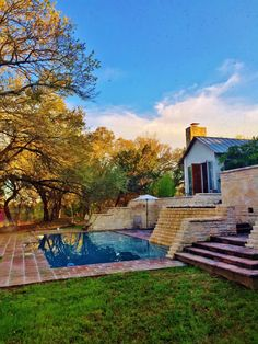 gorgeous pool at Blue Rock Estate in Dripping Springs, TX www.bluerockestate.com Dripping Springs, Texas Hill Country, Blues Rock, Spring Wedding, Wedding Venues, Mansions, House Styles, Outdoor, Home