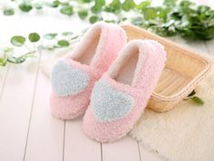 $6.88 (Buy here: http://appdeal.ru/7jqi ) 2016 Winter Pantufa Love Heart Pattern Women Slippers Ladies Soft Sole Warm Floor Indoor Shoes Plush Home Shoes Female Pantuflas for just $6.88