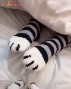 1 pair of plush coral fleece socks female tube socks autumn and winter cat claws cute thick warm sleeping floor sleep socks Product Name: Cartoon coral velvet Pilou Pilou, Diy Fashion, Young Fashion, Fashion Women, Fleece Socks, Super Cute Cats, Winter Cat, You're My Favorite, Winter Socks