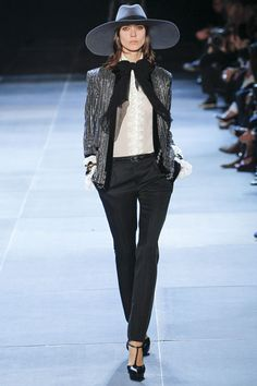 Kati Nescher au défilé Saint Laurent http://www.vogue.fr/mode/cover-girls/diaporama/le-top-kati-nescher-en-50-looks/10320/image/639063#