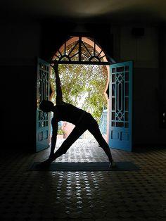 "geeky-yogini: ""Please always see the bright side. - geeky-yogini: "" ""Please always see the bright side of everything. Serenity Now, Yoga Photos, Yoga Journal, Yoga Photography, Ashtanga Yoga, My Yoga, Yoga Retreat, Yoga Meditation, Asana"