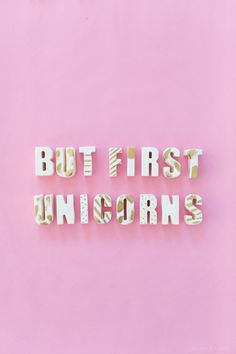 DIY edible chocolate letters, didn't know wether to put this on my food or unicorn board , but it's so kitsch and pink it had to be pinned here. Real Unicorn, Unicorn And Glitter, Rainbow Unicorn, Unicorn Party, Unicorn Kids, Magical Unicorn, Unicorn Quotes, Unicorn Images, Handy Wallpaper