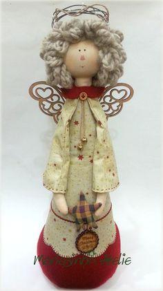 Anjo em tecido e feltro.  Linda opção para decoração natalina ou para decorar…