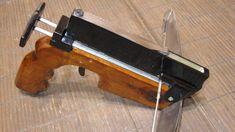 Как в домашних условиях сделать скорострельный, 6-ти зарядный пистолет-арбалет…