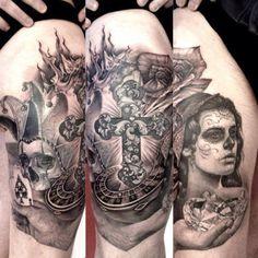 Tatuajes de cruces Descubre las mejores fotos de tatuajes de cruces Los tatuajes de cruces son uno de los más corrientes y populares. El símbolo de la cruz es reconocido universalmente y tiene un fuerte simbolismo religioso y espiritual que lleva consigo el mensaje de la vida, la muerte, el perdón y