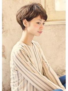 短い前髪がすっきりとして爽やかでかわいいですね。