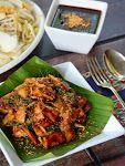SARDINE TUMIS CILI PADI BERAPI... - Dapur Tanpa Sempadan Nasi Kerabu, Nasi Lemak, Fish Recipes, Asian Recipes, Apam Balik, Chicken Foil Packets, Malay Food, Seafood Soup, Malaysian Food