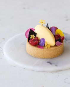 1,423 mentions J'aime, 11 commentaires – Maja Vase (@majachocolat) sur Instagram : « My kind of upside-down tart ✌️ A passionfruit and liquorice explosion I can't wait to show… »