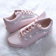 Tenis Vans, Vans Sneakers, Lit Shoes, Shoes Heels, Sock Shoes, Shoe Boots, Quinceanera Shoes, Fashion Sketchbook, Converse Shoes