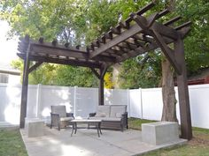 Petite Pergola Bioclimatique - Pergola Swing Garden - Pergola Garten Schaukel - Pergola Attached To House With Wall Pergola D'angle, Building A Pergola, Corner Pergola, Small Pergola, Pergola Attached To House, Pergola With Roof, Pergola Lighting, Cheap Pergola, Wooden Pergola
