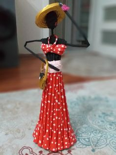 African Dolls, Newspaper Crafts, Evo, Paper Dolls, Projects To Try, Diy Crafts, Decorations, Sculpture, Color