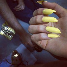 Tadpole shape nails 🐸🌟❤️ for photoshoot with @sofausti @christophermarcummakeup @juophotography @anna.helmke #nailsbymei #tadpole