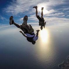 Полёт — это свобода! И воздух! И мечта! И энергия жизни! Это любовь ! // Freefall. Freedom. Horizon. Energy. Dream. LOVE!  @cashmanimal regrann @gurustunts #magic #goodnight #FlyStation #freefall #youcandoit #skydiving #adrenalin #bestphoto