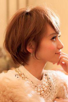 cloverのヘアスタイル | 丸みでつくる大人可愛いショートヘア | 東京都・恵比寿・代官山の美容室 | Rasysa(らしさ)