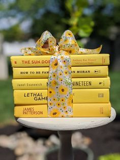 How To Be Famous, Sunshine Books, Book Centerpieces, Nancy Drew Mysteries, Modern Books, White Books, Stack Of Books, Cottage Chic, Accent Colors