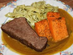Rinderbraten im Ganzen gebraten Vegan, Pot Roast, Steak, Beef, Ethnic Recipes, Food, Goulash, Spices And Herbs, Souffle Dish