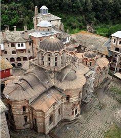 Hilandar Monastery - Serbian Orthodox monastery at Mount Athos, Greece Byzantine Architecture, Church Architecture, Historical Architecture, Christian World, Early Christian, Christian Church, Roman Church, Byzantine Art, Chapelle