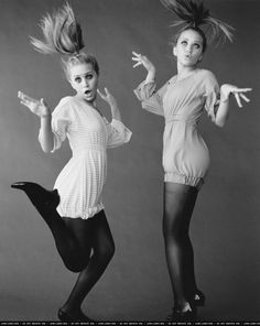 Mary-Kate & Ashley. Would love to take pics like this with my best friend!