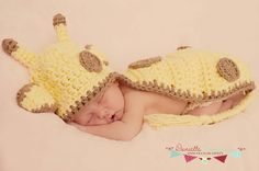 Crochet Giraffe Body Hat for Baby Photo Prop by pinkney on Etsy Knit Crochet, Crochet Hats, Crochet Photo Props, Baby Hats, Newborn Photography, Giraffe, Baby Shower, Knitting, Cute
