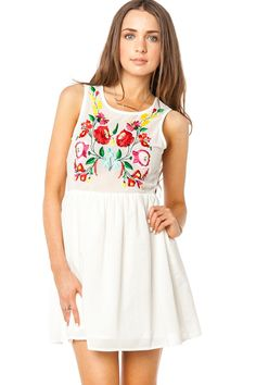 ShopSosie Style : Embroidered Garden Dress The second dress I've seen recently with Hungarian style embroidery. Dress Outfits, Cute Outfits, Fashion Outfits, Womens Fashion, Vogue Fashion, Fashion Beauty, Hippy Chic, Garden Dress, Swagg