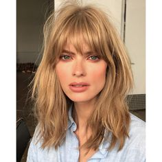 One beauty writer explains why she regrets getting the trendy French-girl bangs you've seen all over Bob Hairstyles With Bangs, Straight Hairstyles, Cool Hairstyles, Mid Length Hairstyles, Bob Haircut Bangs, Full Fringe Hairstyles, Undercut Hairstyles, Cool Haircuts, Wavy Bangs