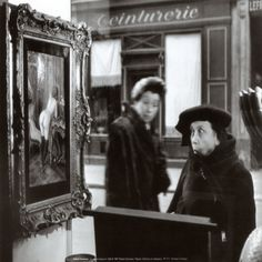 "© Robert Doisneau ""La Dame Indignée,"" Vitrine Galerie Romi, Paris, Robert Doisneau's Love Affair with the Streets Great Photos, Funny Photos, Old Photos, Vintage Photos, Henri Cartier Bresson, Alfred Stieglitz, Robert Doisneau Photos, Vivian Maier, Edward Steichen"