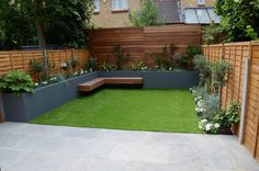 small-garden-design-fake-grass-low-mainteance-contempoary-design-sleek-fun-londo… - All About Balcony Back Garden Design, Modern Garden Design, Backyard Garden Design, Garden Landscaping, Landscape Design, Garden Grass, Fun Backyard, Balcony Gardening, Outdoor Balcony