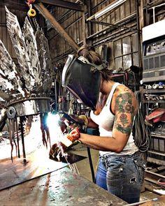 "Workout Routines For Women - Strange ""Water Hack"" Burns Overnight : Workout Routines For Women Welding Crafts, Diy Welding, Welding Table, Welding Projects, Welding Ideas, Welding Funny, Diy Projects, Metal Welding, Welding Rigs"