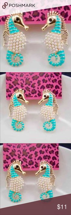 🍡BETSEY JOHNSON MINT GREEN SEAHORSE EARRINGS 🌊 Sophisticated & Elegant these seahorse earrings offer pave' pearl shimmer. Classy but yet an everyday wearability ! Betsey Johnson Jewelry Earrings