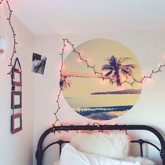 Love the palm tree painting on the wall