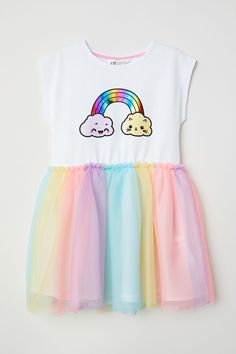 White/rainbow-colored. Dress in soft jersey with cap sleeves. Printed motif and appliquéd neckline at front, seam at waist, and lined, patterned skirt in do