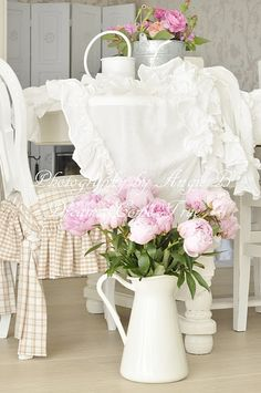 This whole thing the neutral ginham, white ruffles, white pitcher with pink flowers...sigh