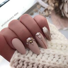 Gelish Nails, Nude Nails, Manicure And Pedicure, Classy Nail Designs, Cool Nail Designs, Nails Design With Rhinestones, Get Nails, Classy Nails, Birthday Nails