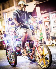 Cool Christmas parade in key west #bike #parade #keywest #florida #unitedstates #man #christmas #america #bicycle #photography #camiloyepesph #dailythreep #daily3p  #photo #nikon #instapic #nikond610 #daily #trip #travel