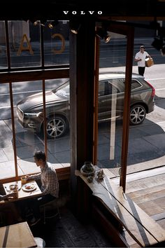 Discover new flavors, and explore award-winning restaurants in the dynamic Volvo XC60. Volvo Xc60, Brakes Car, Mid Size Suv, Volvo Cars, Head Up Display, Design Your Life, Large Animals, Fuel Economy, Vehicles