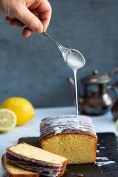 Torta al limone e mascarpone con glassa al limone per il Calendario del Cibo Italiano Cornbread, Pie, Ethnic Recipes, Desserts, Blog, Calendar, Mascarpone, Millet Bread, Torte