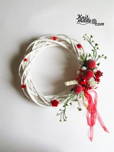 My florist work - Wattled from willow wreath with red decor #knitmade #knitmadeflowers #knitmadenews #wreath #newyear #christmas #red