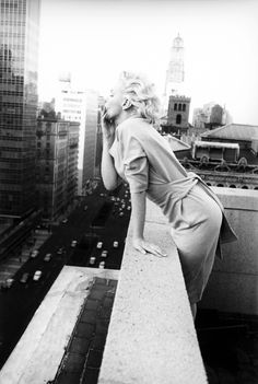 Marilyn Monroe in New York City by Ed Feingersh (1955)