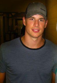 give sidney crosby a kiss on the cheek and lips love