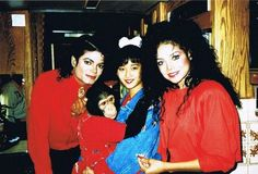 Michael's sister Latoya is so  pretty in this picture