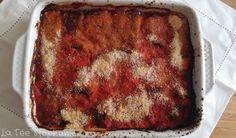 Recette végétale méditerranéenne aux couleurs de l'Italie: aubergines, câpres, huile d'olive, basilic et sauce tomate. Délicieux!
