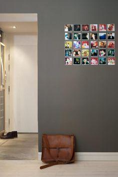 Inspiration for putting photos on the wall. Photo found at Keltainen talo rannalla