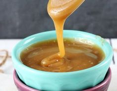 Easy and delicious caramel sauce! You can slice apples, put in Pineapple juice (to avoid discoloration) until ready to serve. Apples and Caramel Dip-YUM! Easy Desserts, Delicious Desserts, Dessert Recipes, Yummy Food, Candy Recipes, Tasty, Caramel Recipes, Caramel Dip, Sauces
