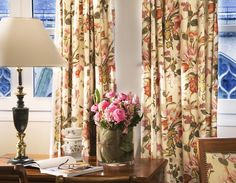 Flowers everywhere at the Relais du Louvre! On the table, on the curtains... Everything is made to make you feel good in this cozy charming Parisian hotel. Find out more: http://www.relais-du-louvre-paris.com/