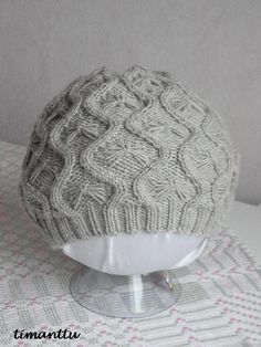 Vihdoinkin sain valmiiksi ohjeen Lumottu pipoon!!! Sen löydät täältä Olipas muuten melkoinen homma tuo ohjeen väsääminen. En ole en... Chart Maker, Beanie Hats, Beanies, Knitted Hats, Knit Crochet, Knitting, Diy, Cable, Fashion