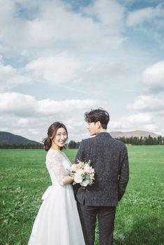 [사운드로잉's 제주도셀프웨딩촬영] Es ist okay, kalt zu sein. Korean Wedding Photography, Wedding Couple Poses Photography, Wedding Photography Poses, Wedding Poses, Wedding Couples, Pre Wedding Photoshoot, Wedding Photo Inspiration, Wedding Story, Wedding Moments