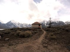 http://cabinporn.com/post/48760380209/yurt-across-from-mt-elbert-at-14400-feet-the