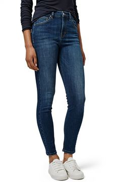 Free shipping and returns on Topshop 'Jamie' High Rise Skinny Jeans at Nordstrom.com. High-rise skinny jeans in a gently sanded indigo hue hug every curve down to the ankle thanks to cotton-blend denim with a touch of stretch for added comfort.