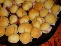Panini per buffet Party Finger Foods, Party Snacks, My Favorite Food, Favorite Recipes, International Recipes, Italian Recipes, Food To Make, Buffet, Panini