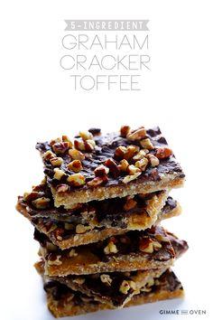 This graham cracker toffee recipe is quick, easy, and SO good! Pinner Graham Cracker To Graham Cracker Dessert, Graham Cracker Toffee, Graham Crackers, Club Crackers, Saltine Toffee, Toffee Bark, Graham Cracker Recipes, Graham Cracker Cookies, Candy Recipes
